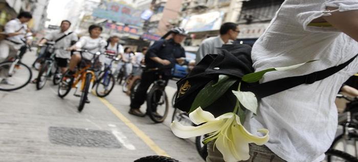 매년 6월 4일, 페이스북 오픈콜로 모인 사람들이 자전거를 타고 상하이스트리트에서 시작하여 정부기관이 밀집한 센트럴에서 집회를 갖는다.
