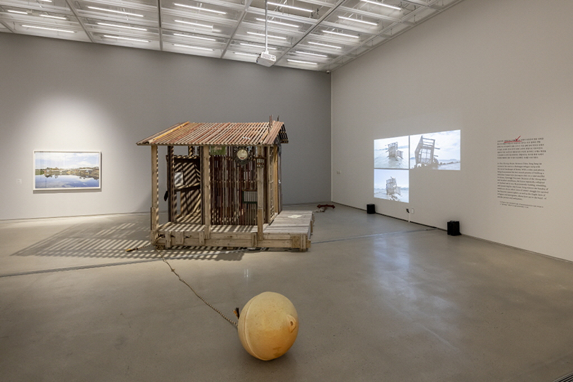 "Song Sung-jin's ""One Pyeong House Between Tides,"" shown at the MMCA's main branch in Samcheong-dong area (MMCA)"