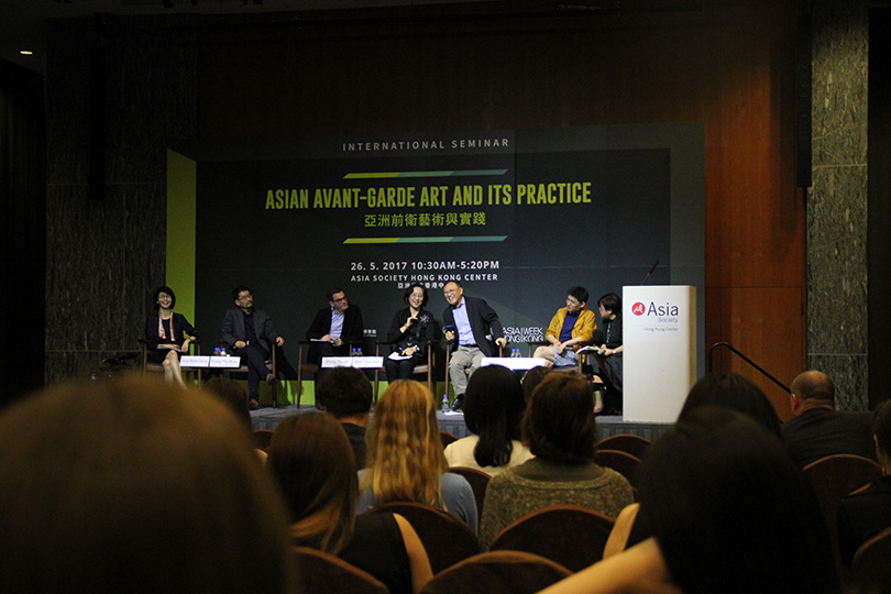 'Asian Avant-Garde Art and Its Practice'. From left, Chung Yeon-shim (Professor at the Hongik University), Moon Young min (Professor at the University of Massachusetts Amherst), Philip Tinari (Director of the Ullens Center for Contemporary Art), Kim Hong-hee (former Director of Seoul Museum of Art), Toshio Shimizu (Professor at the Gakushuin Women's College) and Liu Ding (Chinese curator and artist).